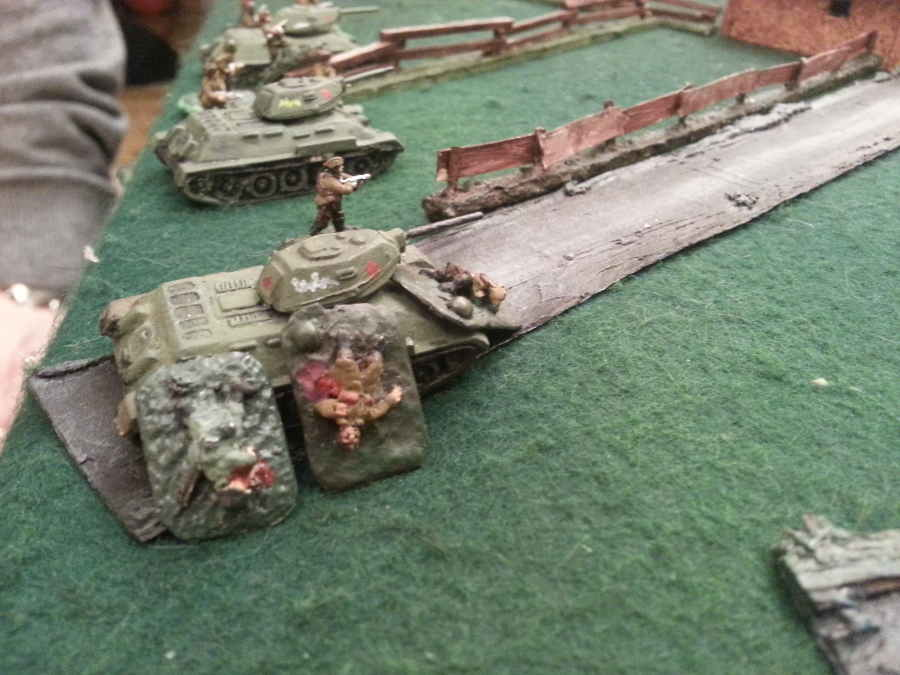 ( the first russians tank came, carrying infantry, under ennemy fire ! )
