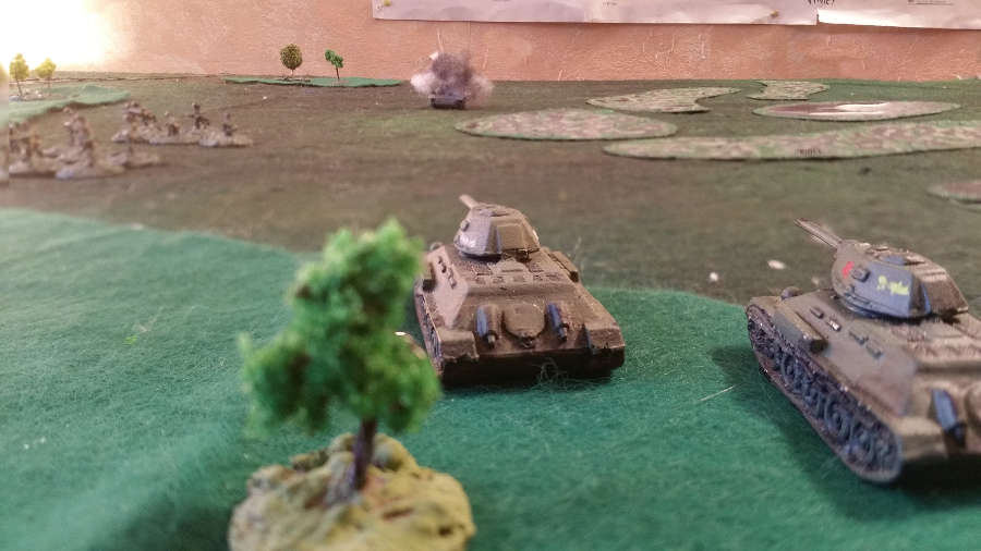 ( Two T-34 took position. They were led by the recce. They shot a Pz IV ! The german soldiers rushed to cover.)