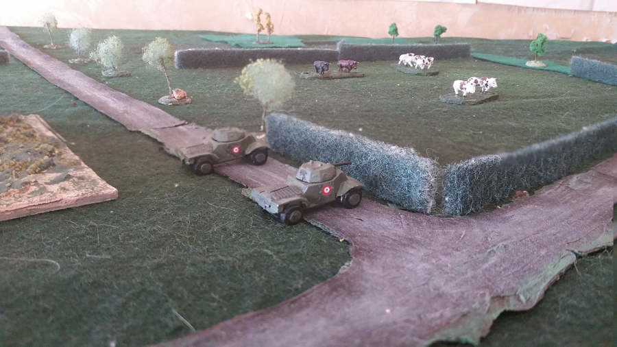 ( The french recce took the crossroad without any fight )